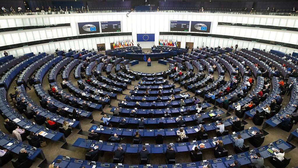 Ursula von der Leyen (CDU), Präsidentin der Europäischen Kommission und Mitglied der Fraktion EVP, spricht vor den Abgeordneten des Europäischen Parlaments zur Lage der Union. Foto: Philipp von Ditfurth/dpa