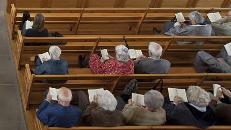 Gläubige im Gottesdienst (Symbolbild)