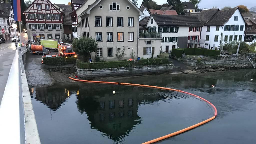 Feuerwehr-Einsatz wegen unbekannter Substanz im Rhein