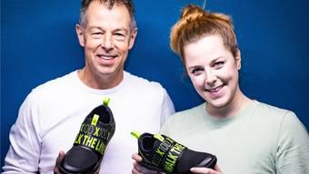Jan Swager van Dok und Tochter Nina präsentieren das neuste Modell von X10D.