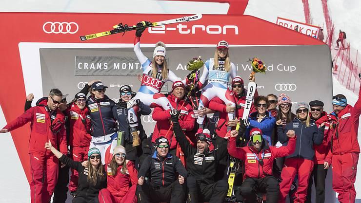 Swiss-Ski, im Bild das Team der Frauen nach dem Doppelsieg von Lara Gut-Behrami und Corinne Suter in Crans-Montana, ist nach langem Warten wieder die führende Skination