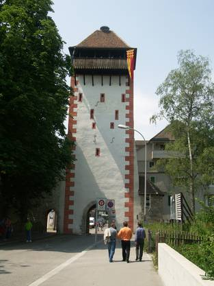 Am Kupfertorturm (Storchennestturm) in Rheinfelden übertünchte man eine Reihe von Einschüssen aus der Belagerung im Dreissigjährigen Krieg bewusst nicht.