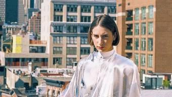 Johanna Jaskowska vor einer Woche in New York. Sie posiert mit einem Kleid, das nur virtuell existiert. Instagram