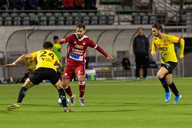 Einzig in der Nachspielzeit kam es noch zu einer heissen Szene im Bassecourt-Strafraum, doch Luca Ladner (M.) und seine Truppe müssen sich letztlich mit dem 1:1 begnügen.