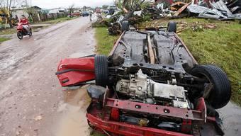 Ein Tornado von seltener Stärke richtete in der kanadischen Hauptstadt Ottawa schwere Schäden an. Autos wurden durch die Luft gewirbelt.