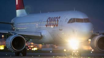 Der Flugzeugbauer Airbus setzt auf Künstliche Intelligenz zur Effizienzsteigerung. Im Bild ein Aribus A320-214 der Schweizer Fluggesellschaft Swiss (Archivbild)