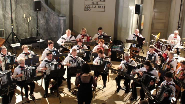 Handharmonika-Orchester Solothurn (HOS) in der ref. Stadtkirche Solothurn