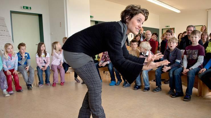 Sie bringe Italianità und Temperament an die Schule, sagt der Schulleiter über Giorgia Milanesi, die den Kindern das Singen lehrt.Mathias Marx