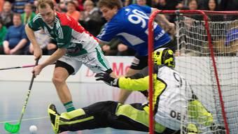 Isaac Rosén (links) trifft auch in Spiel 4 für Wiler-Ersigen.