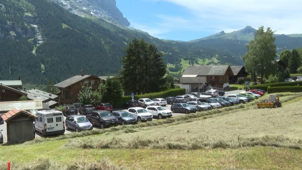 Grindelwald und Lauterbrunnen kämpfen mit Parkplatzproblem