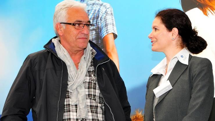 Der Vorsitzende der Geschäftsleitung, Marcel Bolliger, nutzte die Gelegenheit an der Grenchner Messe mia, um den Kontakt mit den Sponsoren zu pflegen – wie hier mit Sonja Hofstetter. Hans Peter Schläfli