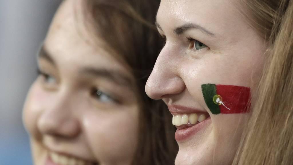 Die Portugal-Fans sin bereit für die spannende Begegnung zwischen Uruguay und Portugal.