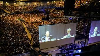 Volles Stadium in Omaha: So sieht die Aktionärsversammlung von Berkshire Hathaway aus. Die Quartalszahlen, die Konzernchef Warren Buffett präsentierte, waren aber rot statt rosig.