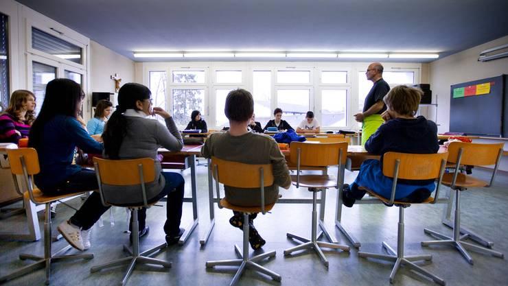 «In China oder Singapur sitzen in den Klassen manchmal 40 Schüler», sagt Pisa-Chef Andreas Schleicher , «trotzdem sind die Leistungen gleich gut oder besser als in der Schweiz.» (Symbolbild)