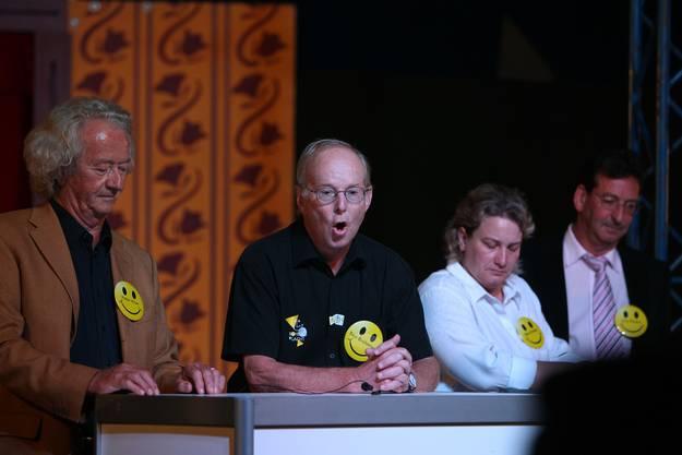 Stadtpräsident Brühlmann (2. v.l. ) hat das Wort. Neben ihm Schauspieler Peter Kner, Schulpräsidentin Bea Krebs, Fahrlehrer Urs Peyer.