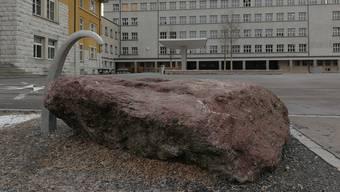 Der Pausenplatz des Zentralschulhauses hat im Sommer letzten Jahres im Rahmen einer Sanierung einen zweiten Brunnen bekommen.