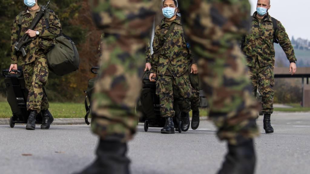 Bei der Fachstelle Extremismus in der Armee sind im vergangenen Jahr weniger Anfragen und Meldungen eingegangen. Mutmasslicher Rechtsextremismus machte mit fast drei Vierteln die überwiegende Mehrheit aus. (Archivbild)