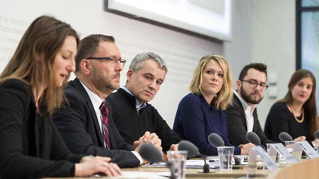 Das Komitee gegen die CVP-Initiative bei seinem Auftritt vor den Medien am Dienstag. Es erhofft sich nun Unterstützung von den Finanzdirektoren.
