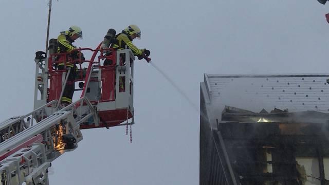 Brand verwüstet Mehrfamilienhaus in Büren an der Aare