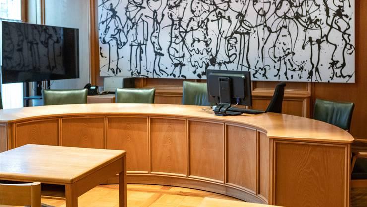 Das Bezirksgericht Lenzburg verurteilte einen Deutschen, weil er eine Kolumbianerin illegal beschäftigte. (im Bild: der Gerichtssaal)
