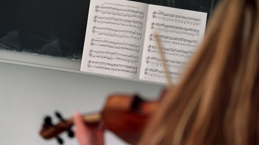 Die Musikschulen im Kanton Zürich rufen den Bundesrat in einem offenen Brief dazu auf, das Singverbot für solche Schulen aufzuheben. (Archivbild)