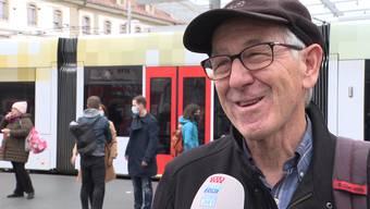 Eine Strassenumfrage in Bern hat gezeigt, wie die Berner Bevölkerung die Krisenkommunikation vom Bundesrat und der Experten beurteilt. Wer soll nun das Zepter übernehmen der Bund oder die Kantone und was halten sie von einer Maskenpflicht bei privaten Anlässen ab 15 Personen?