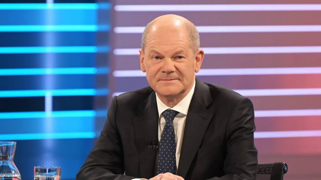 SPD liegt leicht vorne – Scholz und Laschet beanspruchen Kanzleramt