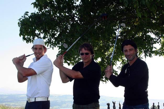 Parallel-Golfer: Eishockey-Star Patrick Fischer, Davos-Eishockeycoach Arno del Curto und Fussballtrainer Murat Yakin (von links), am Promi-Golfturnier der Baarer Sportstars-Agentur.