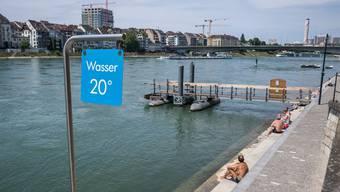 Entlang des Rheins können vielerorts die Sonne und das Wasser genossen werden.