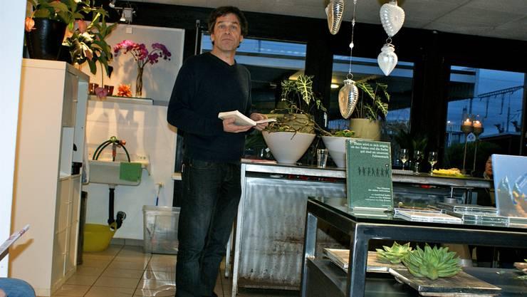 Der Schriftsteller Guy Krneta im Atelier Floral