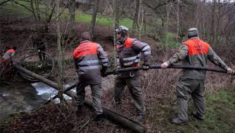 Bubendorf muss auch weiterhin über eine Notleitung mit Trinkwasser versorgt werden, die vergangenen Montag von Zivilschützern gelegt wurde.
