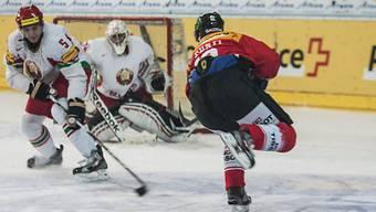 Nati-Debütant Luca Cunti beim Torschuss gegen Weissrussland.