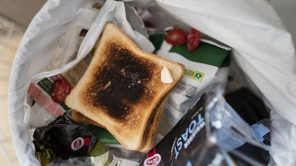 Viele Lebensmittel landen im Abfall. Rund 60 Kilogramm Lebensmittelabfälle pro Person und Jahr wären vermeidbar. (Themenbild)