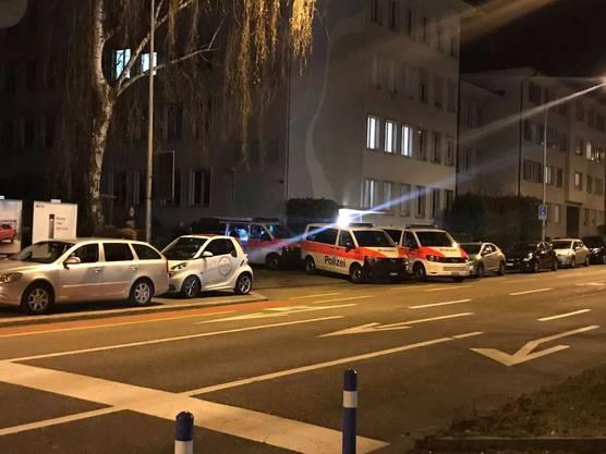 Gegen 21.30 Uhr war die Polizei immer noch vor Ort.