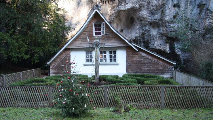 Friedliche Weihnachten war am Heiligen Abend vor Michael Daums Klause für einen Moment kein Thema mehr.