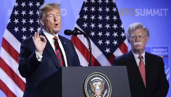 Bild aus besseren Zeiten: US-Präsident Donald Trump (links) und sein einstiger Sicherheitsberater John Bolton. (Archivbild)