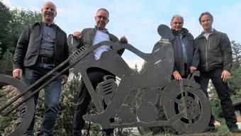 Die Gemeindeammänner aus dem Staffeleggtal: Roger Meyer (Densbüren), Thomas Treyer (Herznach), Robert Schmid (Ueken) – und Künstler Dani Schwarz (v.l.).