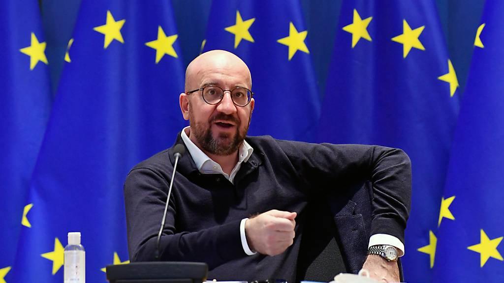 Charles Michel, Präsident des Europäisches Rates, nimmt im Gebäude des Europäischen Rates an einer Videokonferenz mit Bundeskanzlerin Merkel teil. Foto: John Thys/Pool AFP/dpa