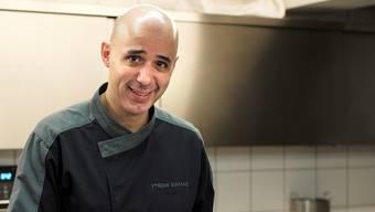 Philippe Bamas in Aktion bei seiner Leidenschaft: Dem Kochen. Er meint: «Gut kochen kann man nur mit guten Zutaten.»