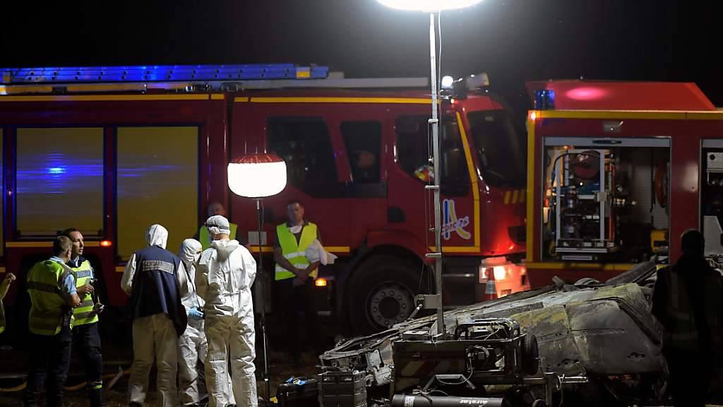 Auto in Flammen - Fünf Kinder sterben bei Unfall in Südfrankreich