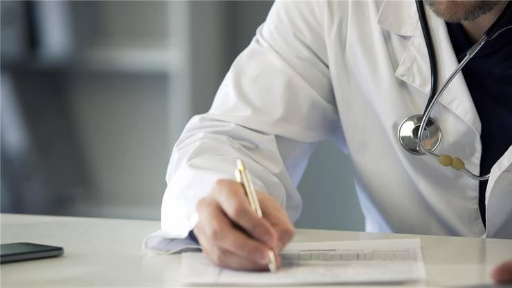 Teure Niederlage für die Sozialversicherungsanstalt (SVA Aargau): Sie soll einem ehemaligen Arzt eine Entschädigung von 22000 Franken zahlen. (Symbolbild)