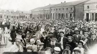 Maria Stepanova schreibt über Judenhass in Russland und in der Sowjetunion. Hier russische Juden auf einem Marktplatz 1916 in Babrujsk, Weissrussland. Alamy