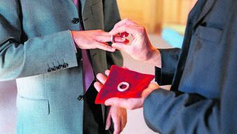Die Eintragung einer gleichgeschlechtlichen Partnerschaft kann auch ohne Zeremonie gehen.