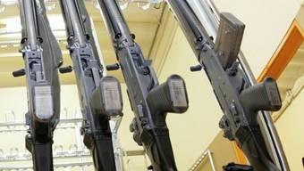 Ordonanzwaffen können bereits im Zeughaus deponiert werden (Archiv)