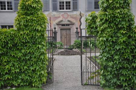 Die Türen des Klosters Fahr sind für Besucher offen