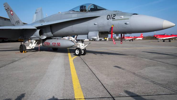 Die Schweizer Luftwaffe hat die Trainigsflüge mit den F/A-18 Kampfjets im Lockdown reduziert.
