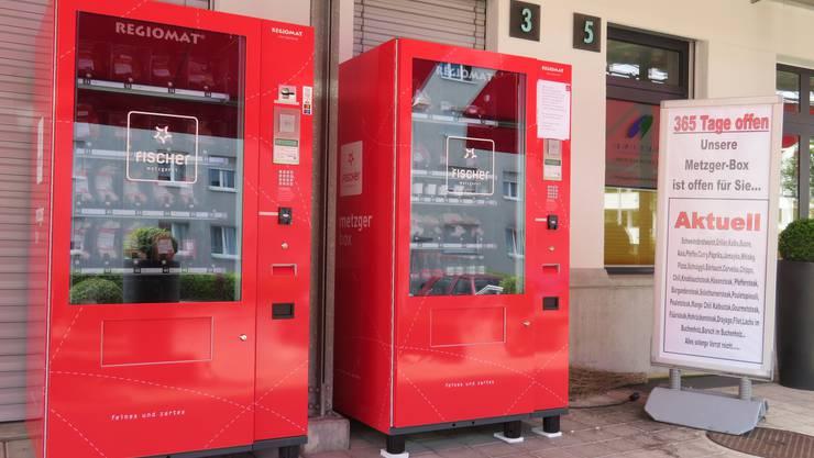 Am Mittwoch ist die Metzgerei geschlossen, aber die beiden Automaten funktionieren trotzdem.