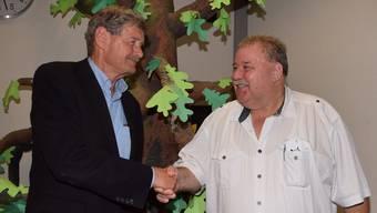 Zufrieden nach den Gemeindeversammlungen: Hans Vogel, Gemeindeammann in Scherz (links) und Richard Plüss, Gemeindeammann in Lupfig.