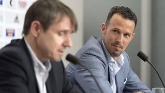 Marco Streller (rechts) und Bernhard Burgener an der Pressekonferenz vom Freitagabend. Sie sind die neuen Gesichter des FC Basel.