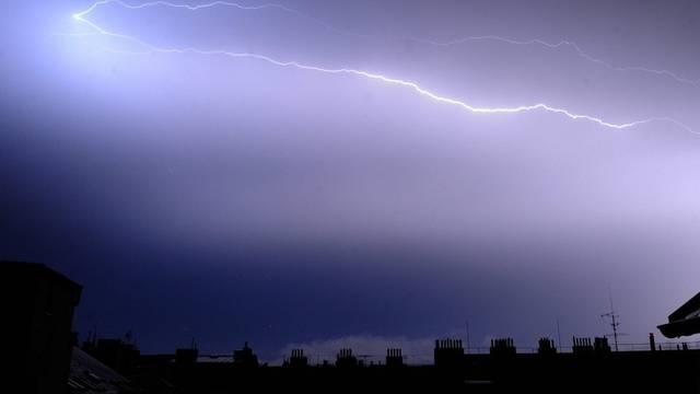 Einer von 40'000: Blitz über Prag am Mittwoch